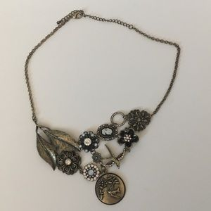 Jewelry - Vintage style antiqued bronze bib necklace